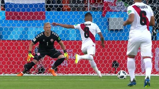 """Técnico do Peru diz que erro é a coisa mais atraente do futebol e questiona VAR: """"Não é uma solução"""""""