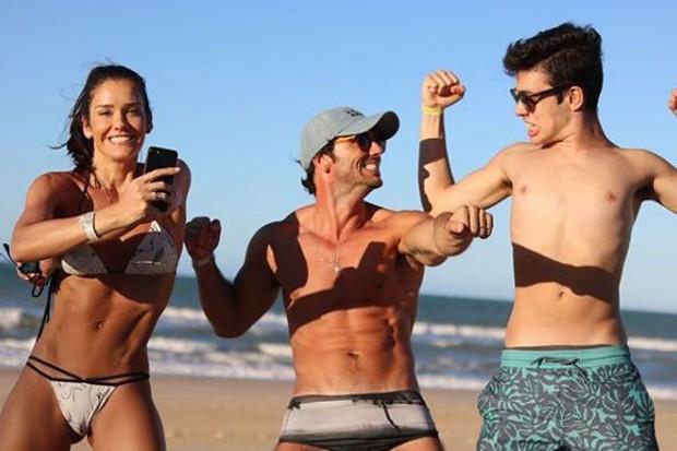 Talula, o marido, José Alves Neto, e o filho, Gabriel (Foto: Reprodução/Instagram)