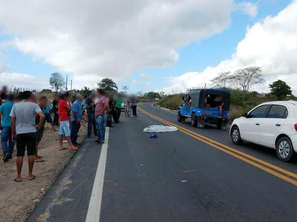 Homem morreu após colidir contra uma égua na manhã desta quinta-feira (4) (Foto: Amanda Dantas/TV Asa Branca)