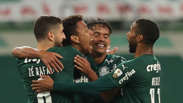 Jogadores do Palmeiras comemoram o gol contra a Universidad Católica