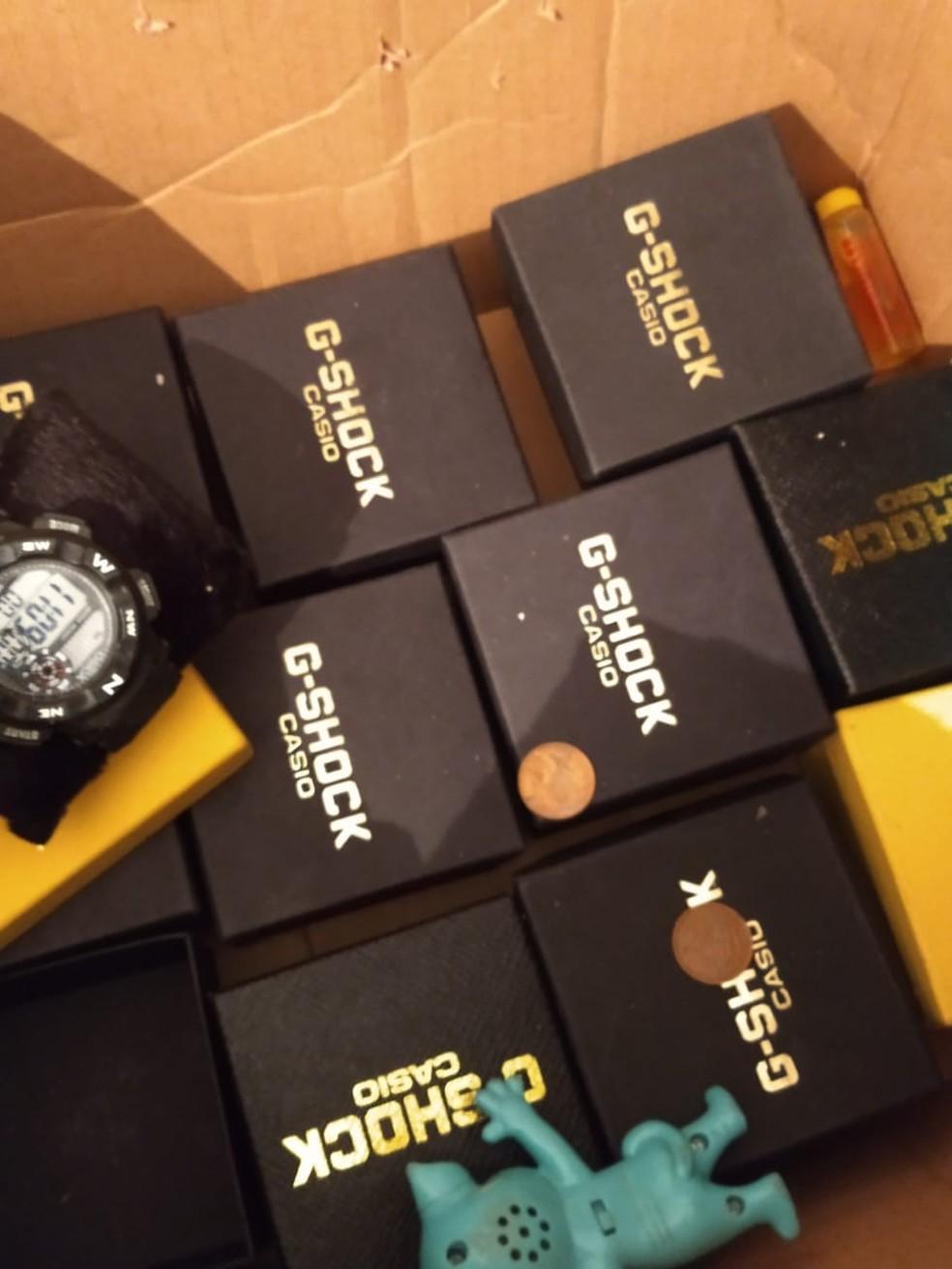Relógios apreendidos foram encontrados na casa de suspeitos de furtar delegacias — Foto: Divulgação