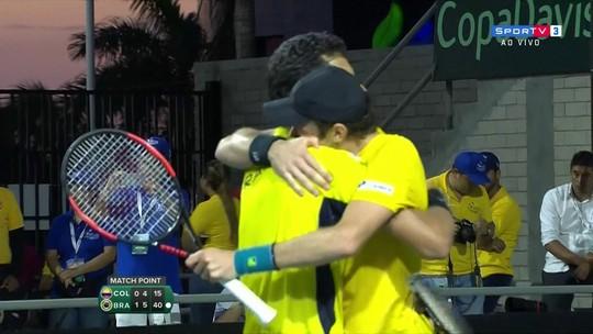 Demoliner cresce, Melo se agiganta, e Brasil bate a Colômbia nas duplas