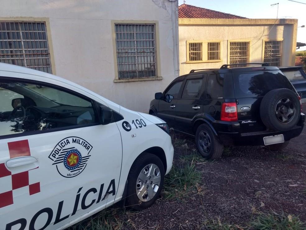 Veículo com registro de roubo na cidade do Rio de Janeiro, em 2005, foi localizado pela PM em Iepê — Foto: Polícia Militar