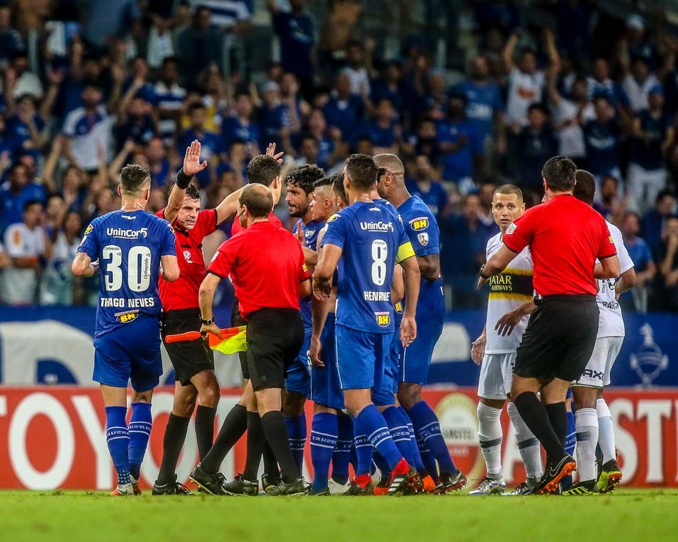Árbitro uruguaio Andres Cunha foi bastante criticado pelo Cruzeiro — Foto: Cristiane Mattos/BP Filmes