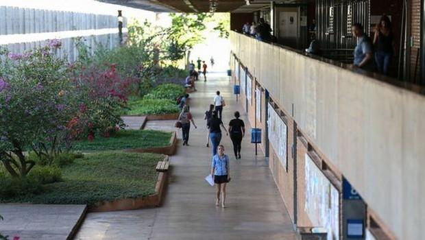 Governo Bolsonaro anunciou contingenciamento de 30% no orçamento das universidades federais e afirmou que estuda 'priorizar' investimentos em áreas do conhecimento que (Foto: RODRIGUES POZZEBOM/AGÊNCIA BRASIL)