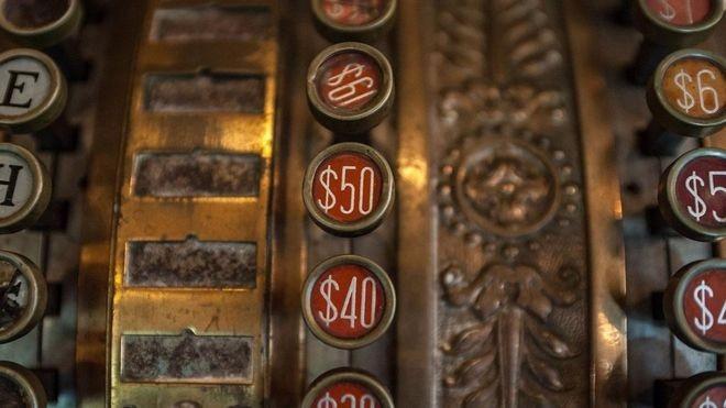 As curiosas teorias que tentam explicar a origem do dólar
