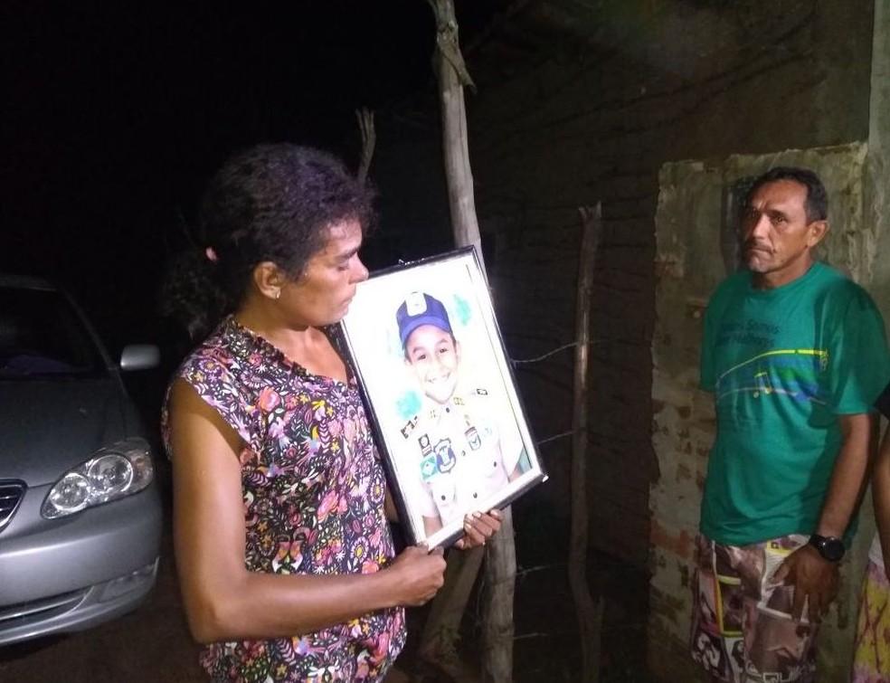 Pais do garoto mantém esperança de encontra o filho (Foto: Rafael Barbosa/G1 RN)