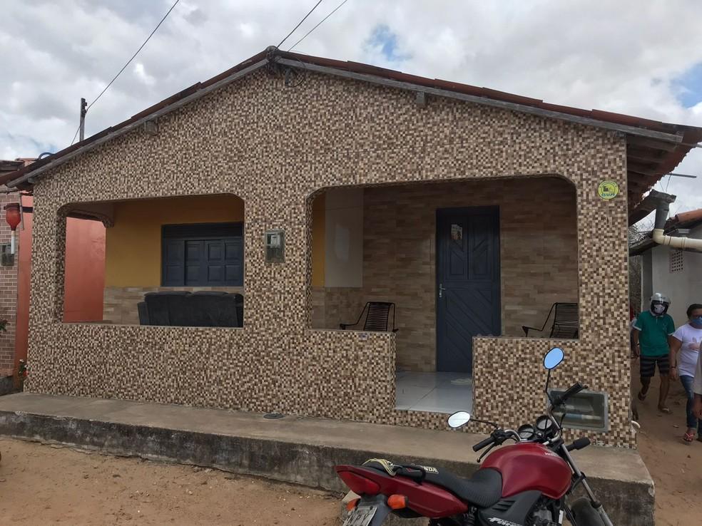 Casa onde chacina aconteceu na zona rural de Passa e Fica, no Agreste potiguar — Foto: Ayrton Freire/Inter TV Cabugi