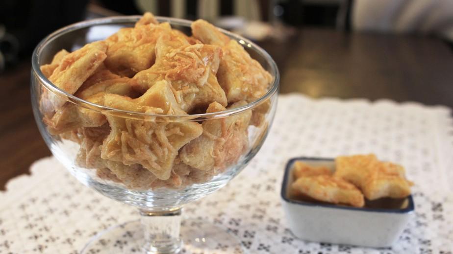 Biscoitinhos de queijo parmesão são simples e crocantes; aprenda