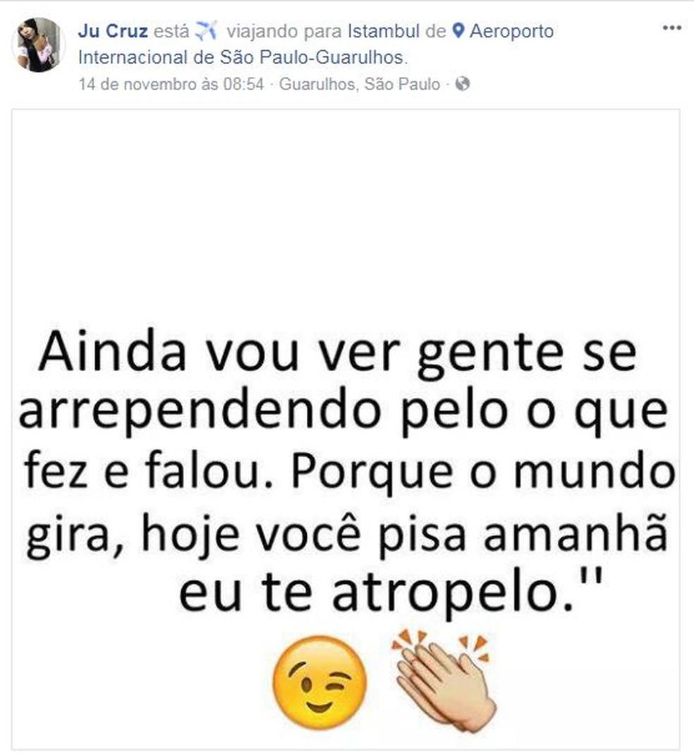 Juliana Cruz publicou no Facebook que estava no Aeroporto de Guarulhos no dia 14 de novembro, indo para Istambul. (Foto: Reprodução / Facebook)