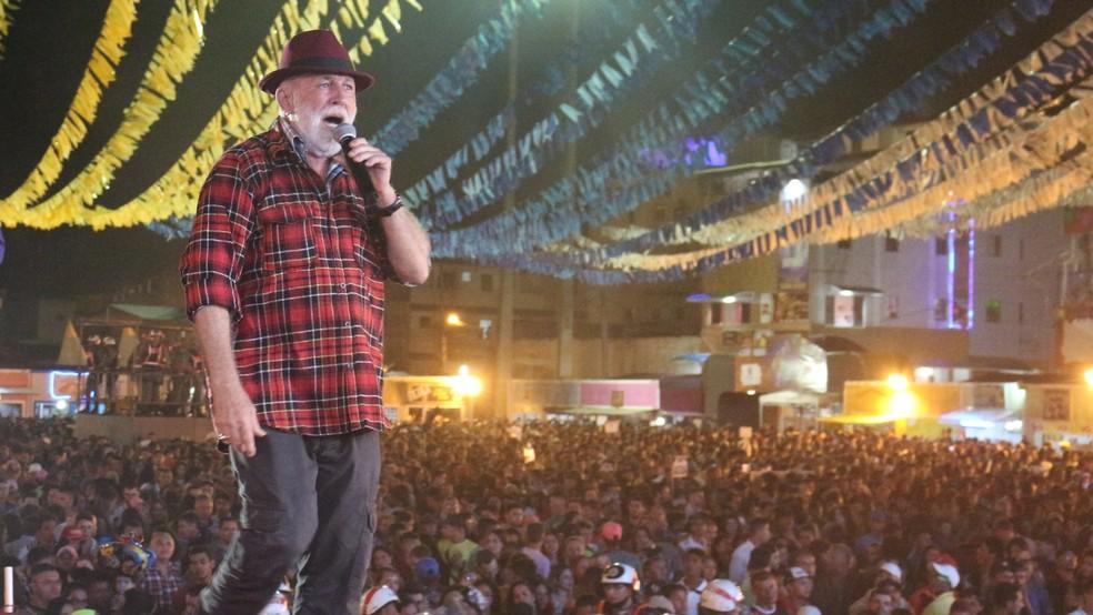 Biliu de Campina se apresenta no Festival de Cultura Popular Zabé da Loca (Foto: Artur Lira/G1)