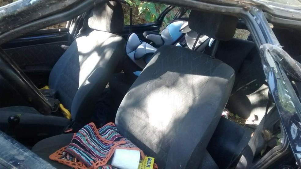 Menino estava na cadeirinha, mas sem o cinto de segurança (Foto: Blog Dinomar Miranda/Divulgação)