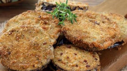 Aprenda como fazer berinjela frita sequinha e crocante