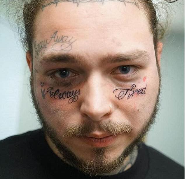 """O rapper Post Malone com as suas novas tatuagens: """"sempre cansado"""" (Foto: Instagram)"""