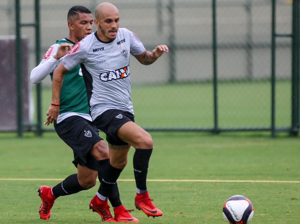 Fábio Santos destaca ganho de velocidade no elenco 2018 (Foto: Bruno Cantini)