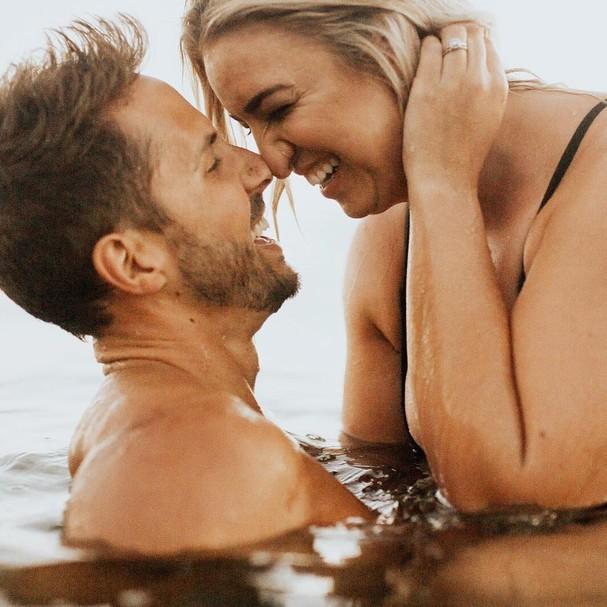 Jenna Kutcher e o marido (Foto: Reprodução)