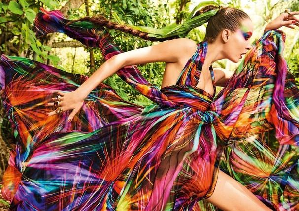 Arco-íris: Josephine Skriver (Foto:  Giampaolo Sgura /Arquivo Vogue)