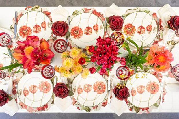 Aprenda a montar uma mesa para almoço com tema floral (Foto: Douglas Daniel)