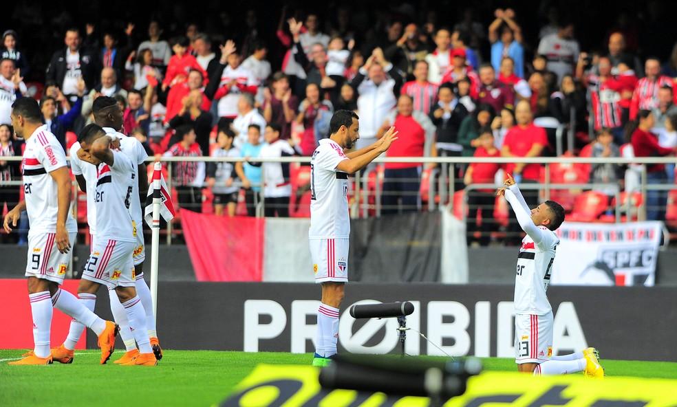 Rojas comemora o gol marcado diante do Vasco (Foto: Marcos Ribolli)