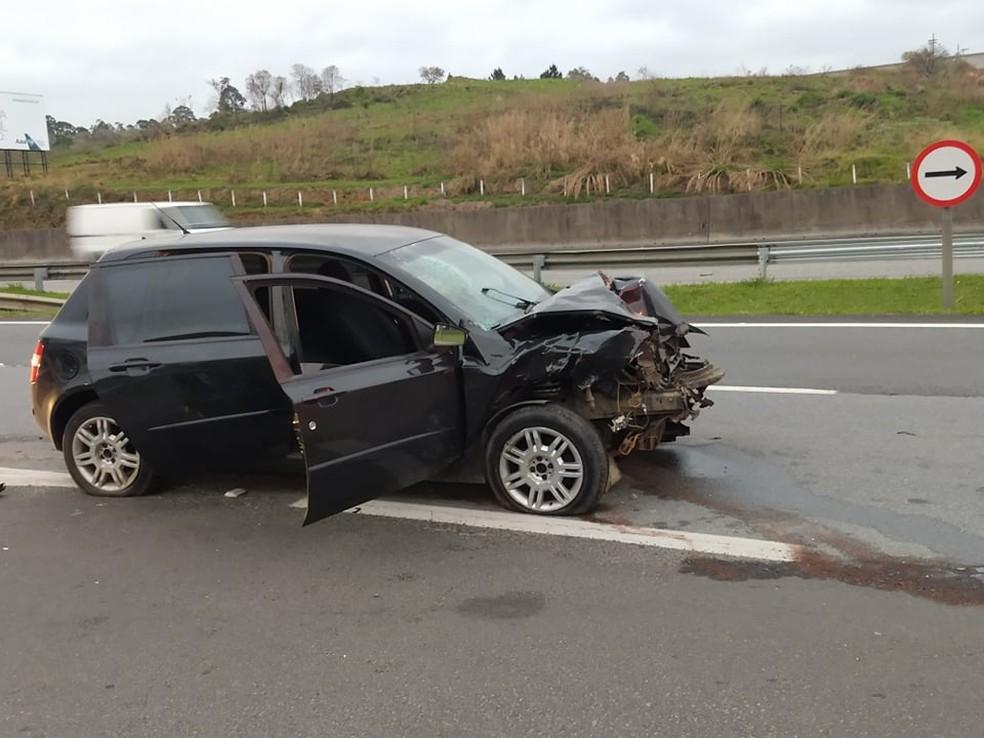 Segundo a polícia, motorista atingiu a traseira de carro parado na rodovia — Foto: Arquivo Pessoal/Eliane Trabachini