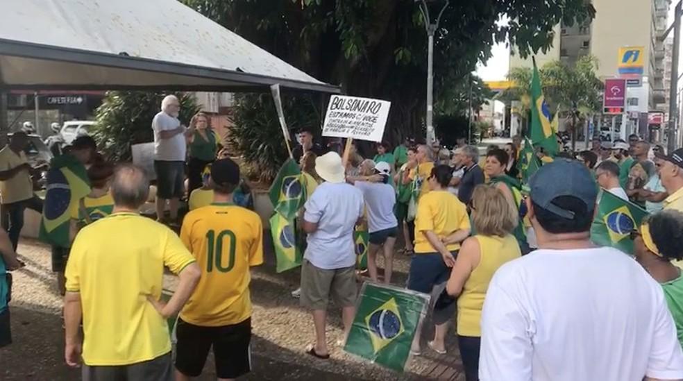 Manifestantes se reuniram neste domingo em Marília — Foto: Ana Carolina Levorato/TV TEM