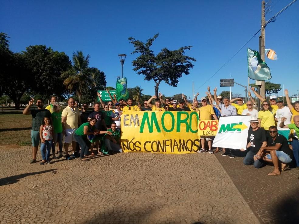 PALMAS, 16h: Grupo se reuniu em manifestação na Praça dos Girassóis — Foto: Divulgação