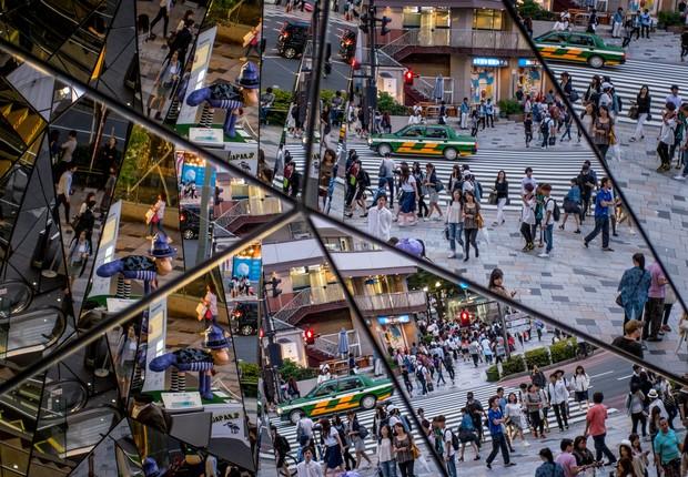 Pessoas são vistas em espelho de shopping no distrito de Harajuku, Tóquio, Japão, em 2015 (Foto: Chris McGrath/Getty Images)