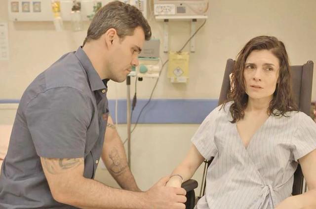 Juliano Cazarré e Arieta Corrêa em 'Amor de mãe' (Foto: Reprodução)