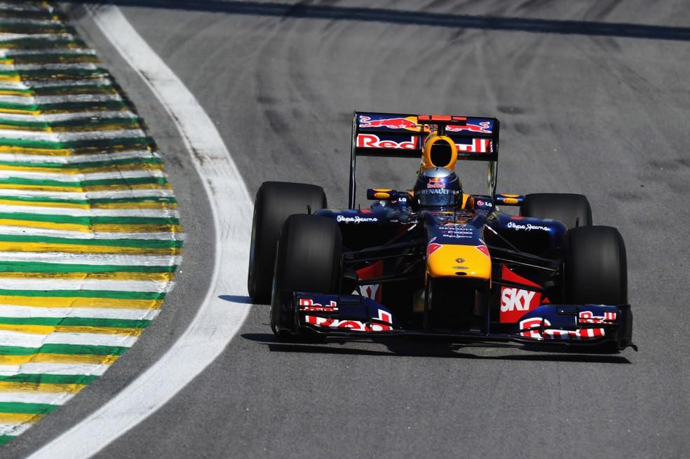 Sebastian Vettel rumo à vitória no GP do Brasil de 2010 — Foto: Getty Images