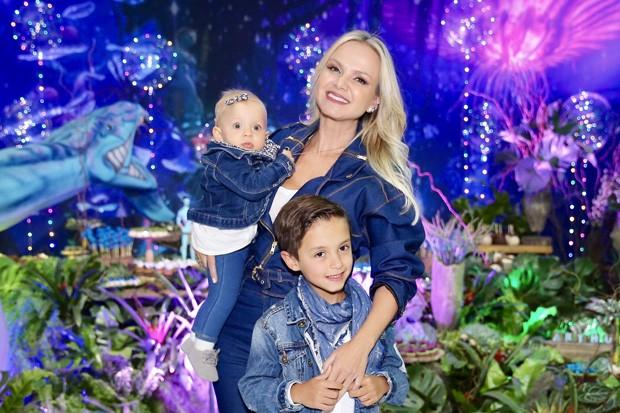 Eliana e os filhos, Arthur e Manuela (Foto: Manuela Scarpa/Brazil News)