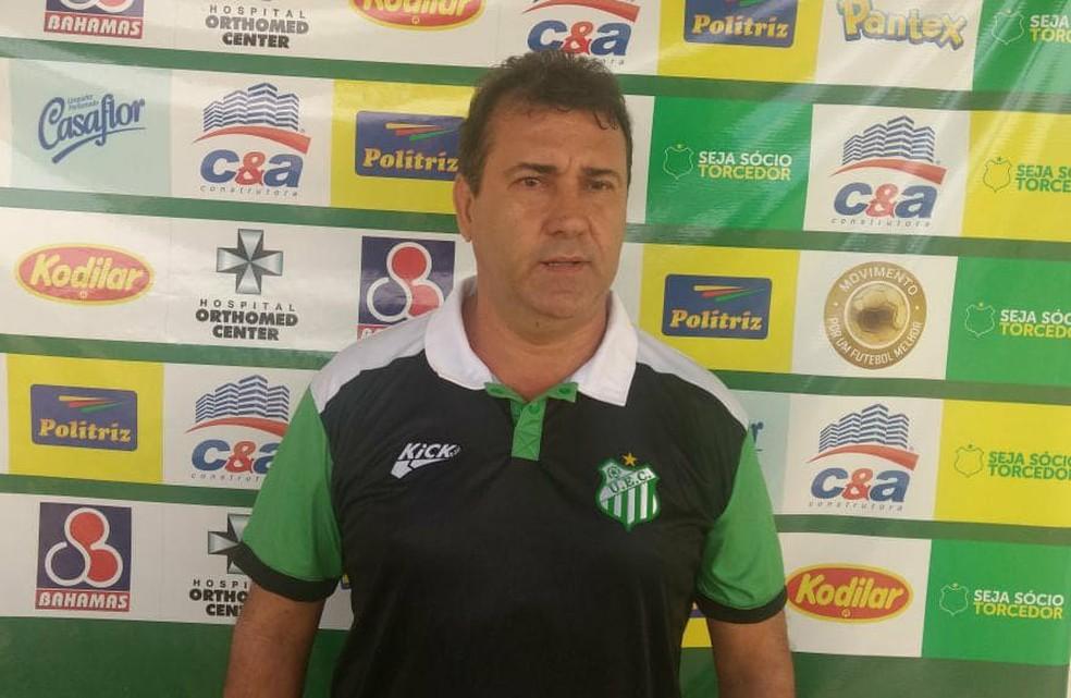 Zé Teodoro foi apresentado na manhã desta segunda-feira (Foto: Uberlândia/Divulgação)