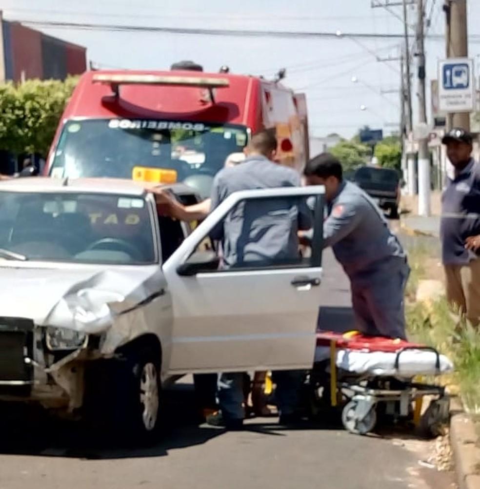 Acidente de trânsito envolveu dois veículos em Dracena — Foto: Alex Ferreira