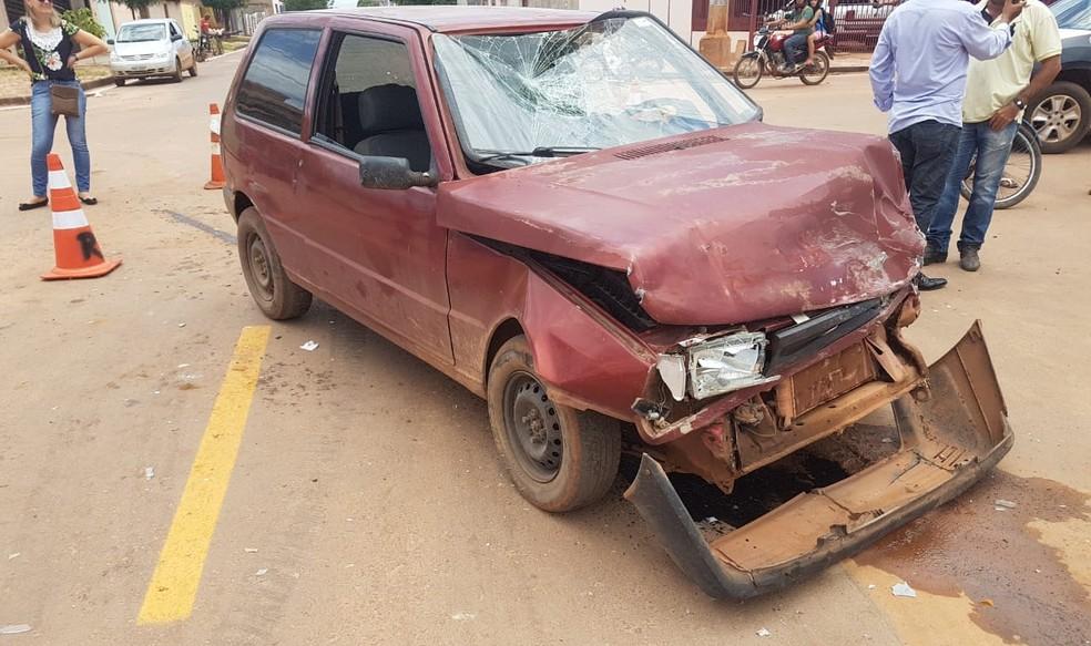 Carro que colidiu com a caminhonete em Luís Eduardo Magalhães — Foto: Elvis Araújo/Blogbraga