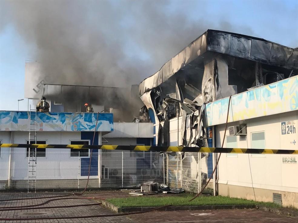 Fogo já controlado na CER do Lourenço Jorge — Foto: Patrícia Teixeira/G1