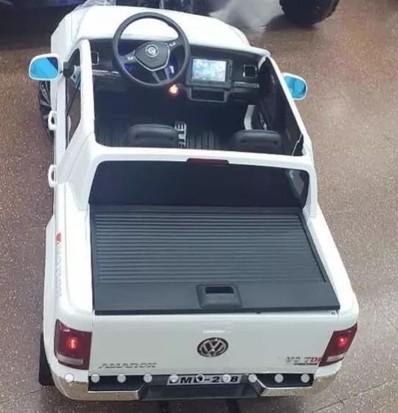 VW Amarok conta com tela em sistema multimídia (Foto: Reprodução/Mercado Livre)