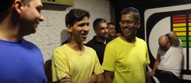Flávio Bolsonaro com Queiroz em gravação de jingle para campanha de 2018
