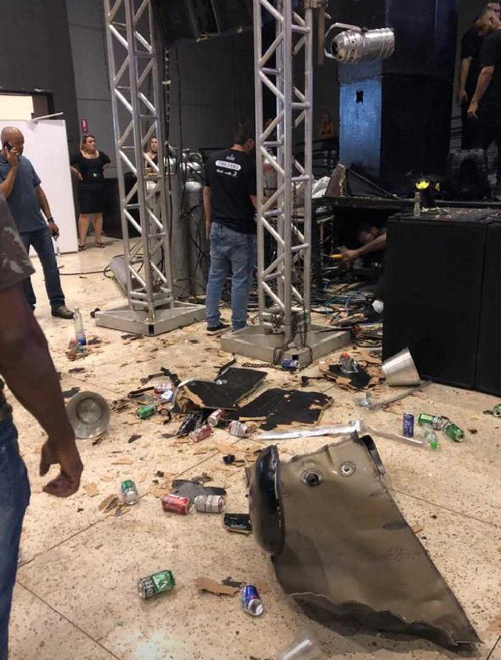Cilindro de gás carbônico explodiu durante apresentação de DJ em Indaiatuba — Foto: Reprodução/Instagram
