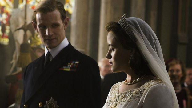 A série é protagonizada pela atriz britânica Claire Foy, que ganhou um Globo de Ouro em 2017 por esse papel (Foto: Netflix via BBC News Brasil)