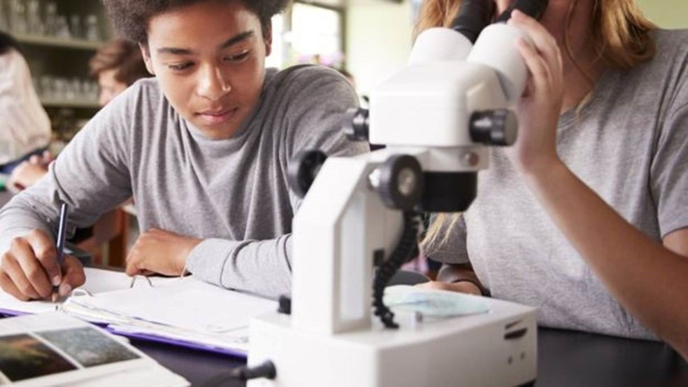 País tem baixas taxas de estudantes com títulos de mestrado e doutorado — Foto: Getty Images