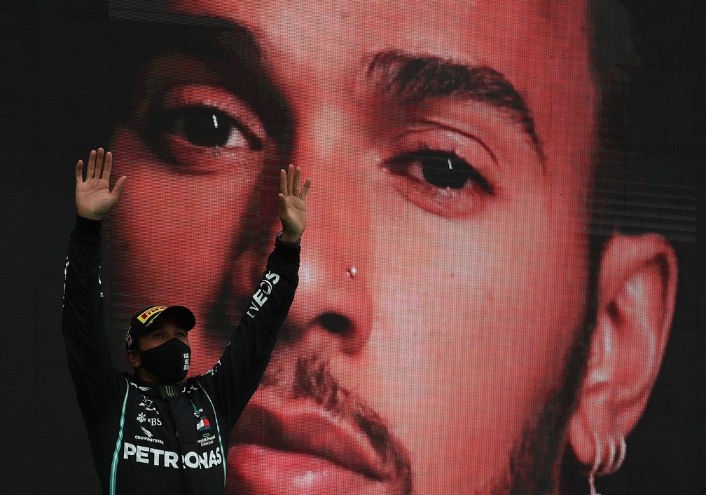 Lewis Hamilton comemora recorde de vitórias na F1 — Foto: Getty Images