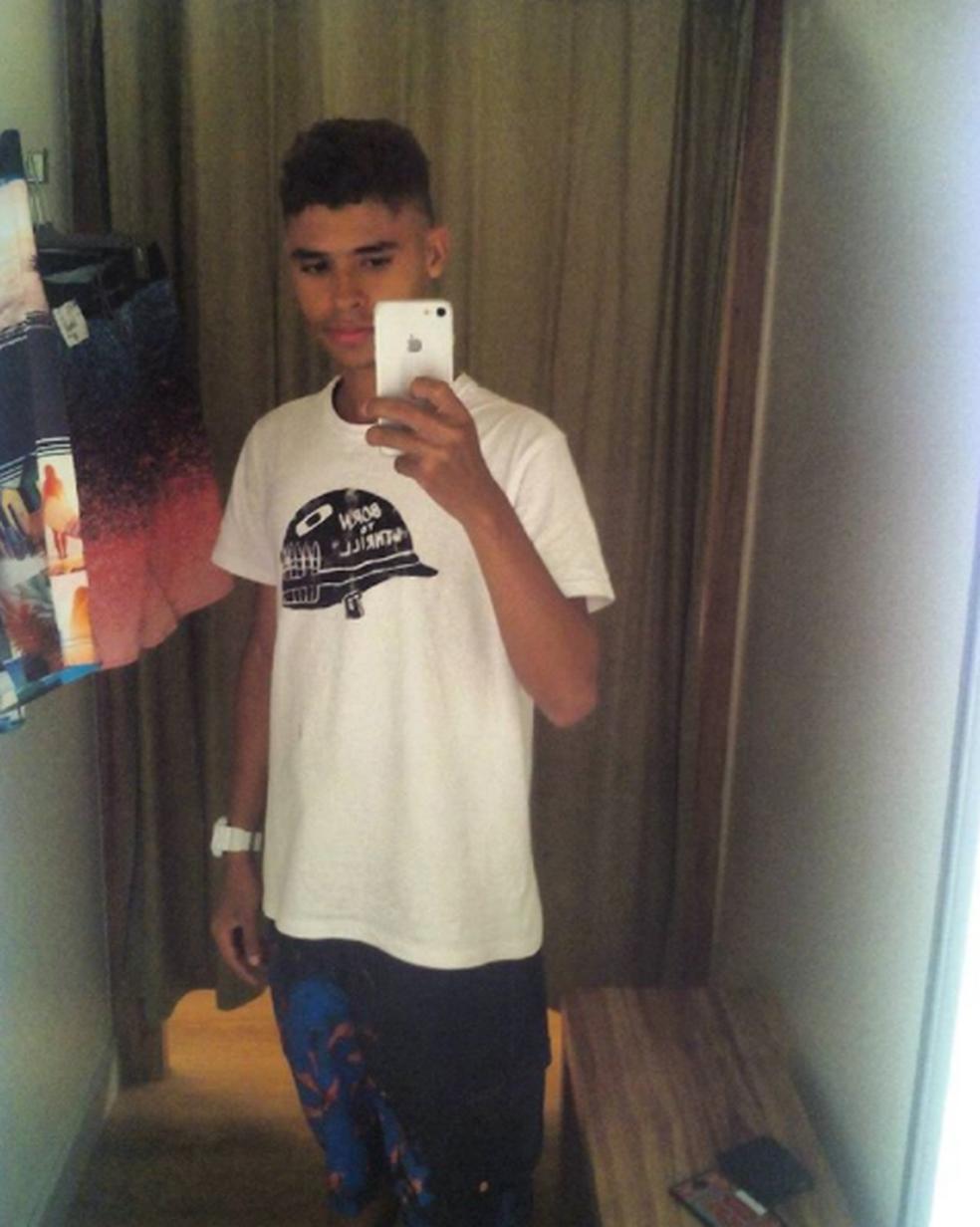 Carlos Victor Meneses (23) foi assassinado na Vila Demétrio. (Foto: Arquivo Pessoal)