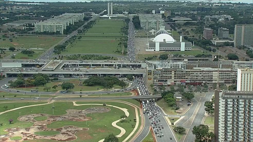 Carreata em Brasília em ato pró governo — Foto: TV Globo/Reprodução