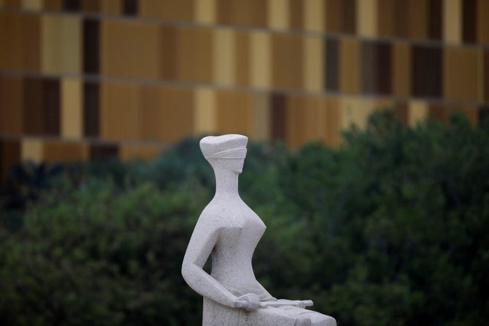 Estátua da Justiça diante do prédio do STF (Foto: Ueslei Marcelino/Reuters)