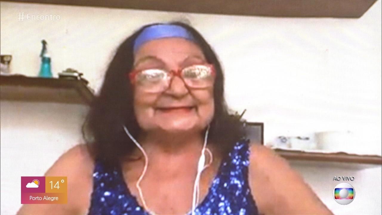 Lúcia tem 70 anos e não dispensa a dança em sua vida