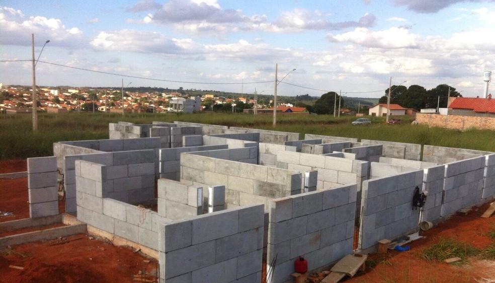 Casas estão sendo construídas em Rio Preto com blocos de isopor e concreto (Foto: Dayana Almeida/Arquivo Pessoal)