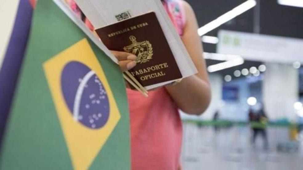 Médicos cubanos que permaneceram no país após o término de sua participação no programa Mais Médicos querem ajudar na contenção do coronavírus — Foto: Organização Pan-Americana de Saúde/ BBC