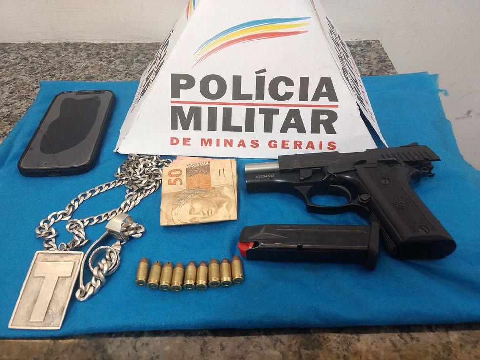 -  Pistola apreendida com homem neste sábado  16  foi furtada de um PM da reserva em Juiz de Fora  Foto: Fernando Gonçalves/G1