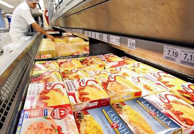 Produtos da Sadia e da Perdigão em gôndola de supermercado ; BRF (Foto: Gabriel de Paiva/Agência O Globo)