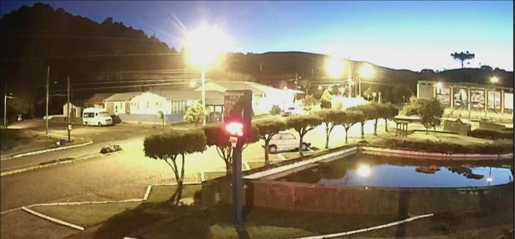 Início da manhã desta quinta-feira no Centro de Urupema  — Foto: Reprodução/ NSC TV