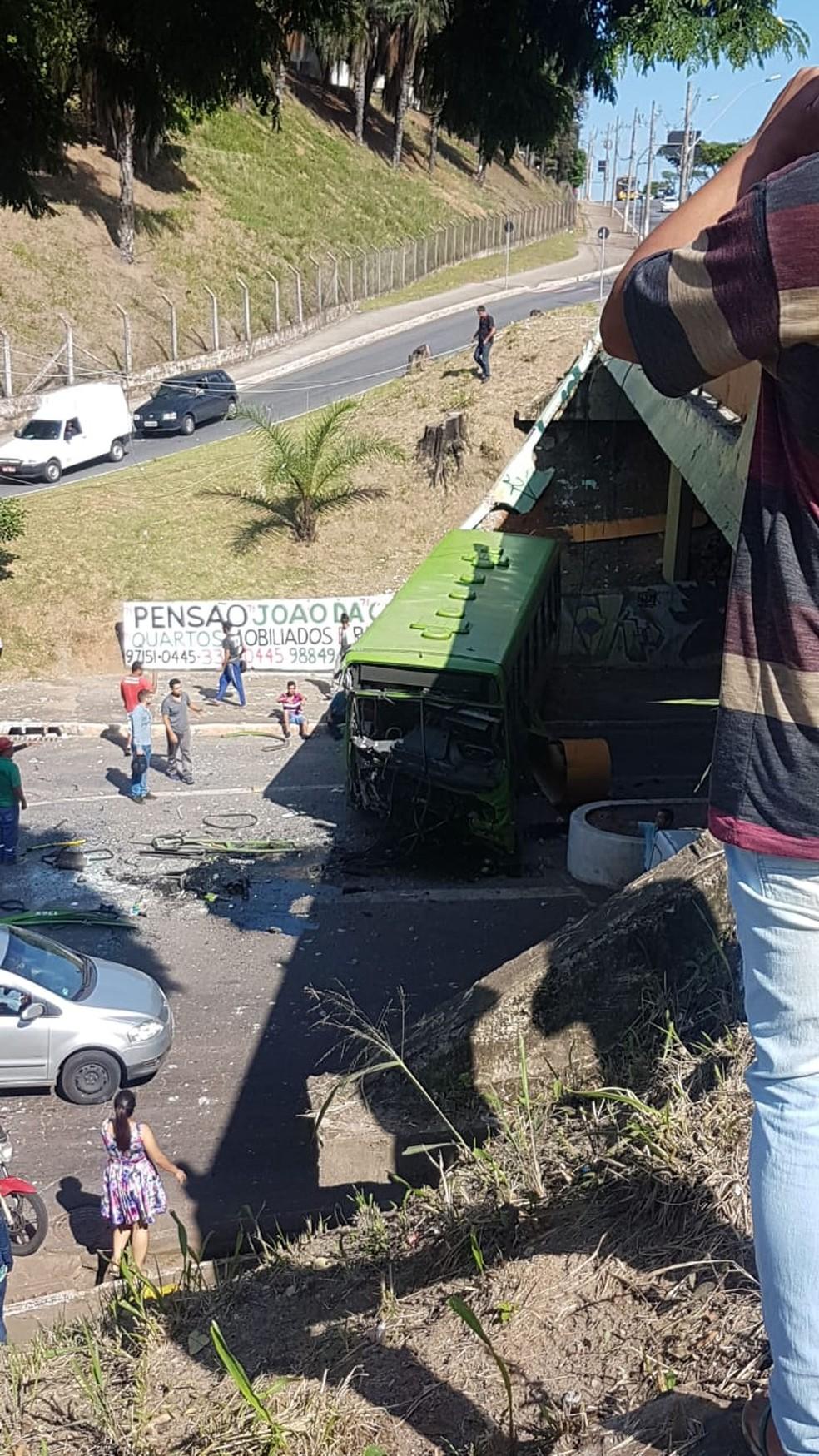 Acidente mobiliza Corpo de Bombeiros na Grande BH — Foto: Reprodução/Redes Sociais
